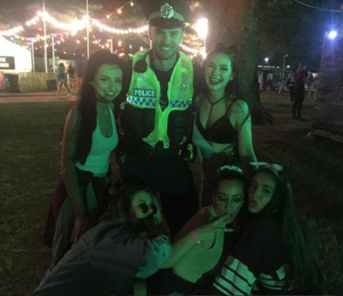 Party Girls Get Wild For Schoolies (12 pics)