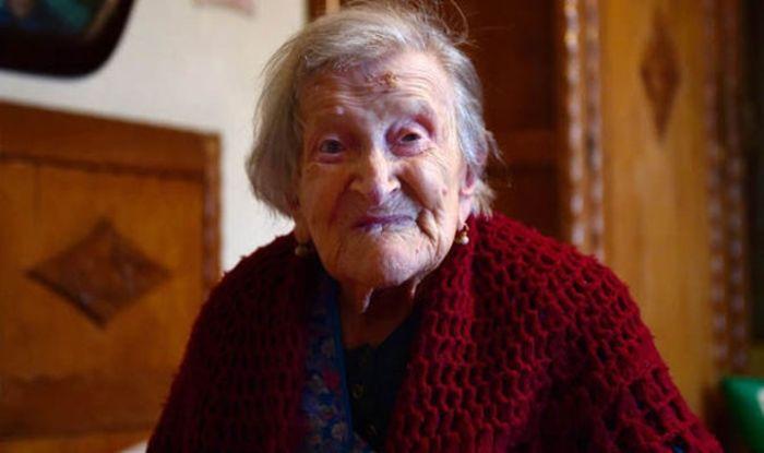 Last Woman Born In The 1800s Celebrates Her 117th Birthday (3 pics)