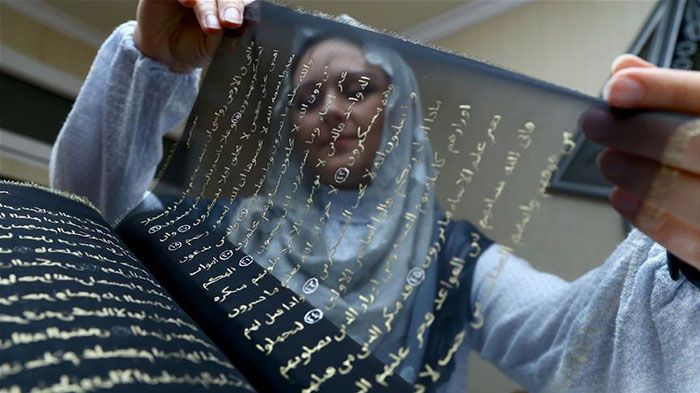 Artist Rewrites The Entire Quran In Gold And Silk (5 pics)