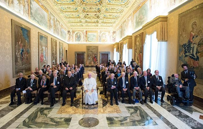 Pope Francis And Stephen Hawking Meet Face To Face At The Vatican (3 pics)