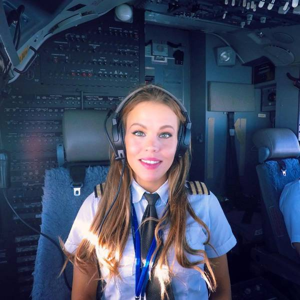 Hot Yoga Snaps Turn Gorgeous Swedish Pilot An Instagram -3464