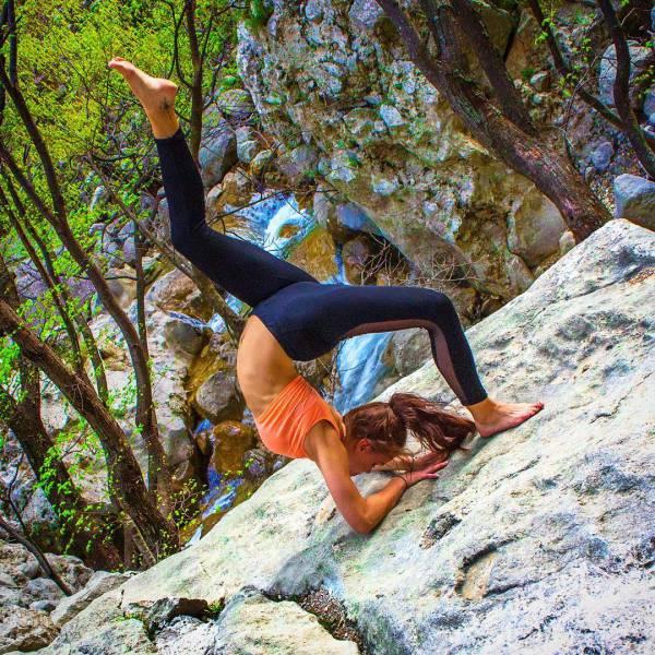 Hot Yoga Snaps Turn Gorgeous Swedish Pilot An Instagram Sensation (24 pics)