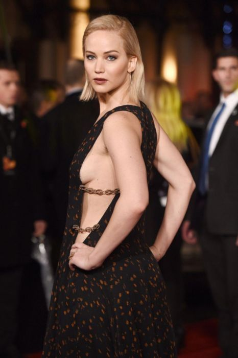 Sexy Celebrities Showing Off A Little Sideboob (10 pics)
