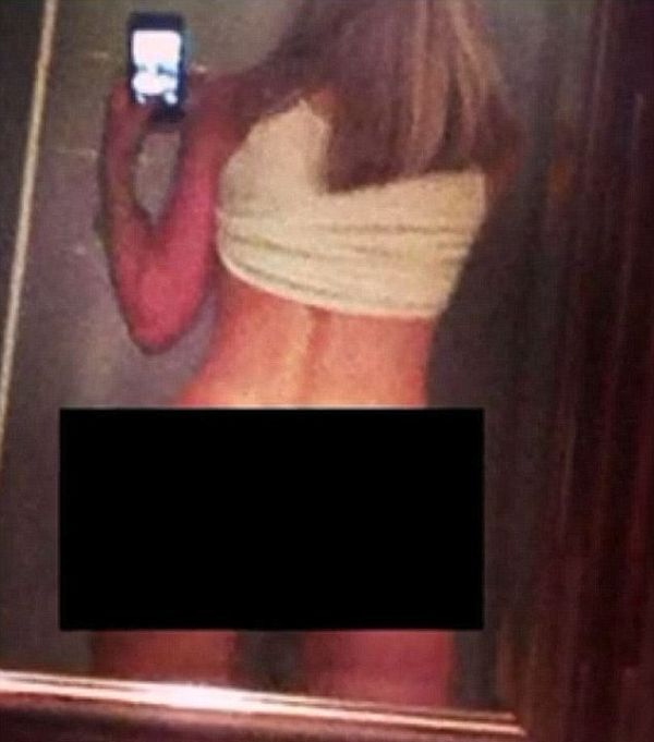 Teacher Faces Possible Jail Time For Sending Students Thong Photos (2 pics)