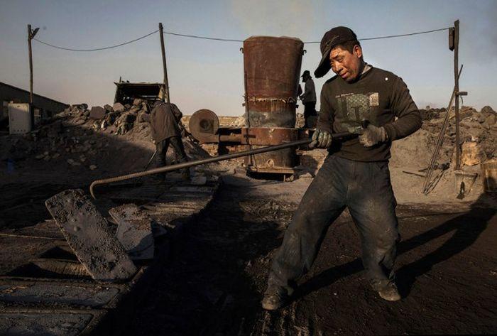 Underground Steel Mills in China Are Threatening The Environment (23 pics)