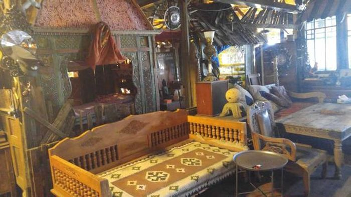 An Inside Look At The Oakland Ghost Ship Collective Warehouse (15 pics)