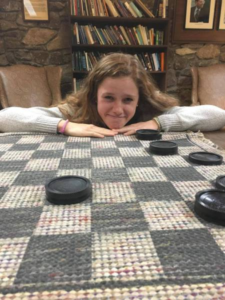 Guy Documents His Cousin's Defeat In Their Thanksgiving Checkers Challenge (8 pics)