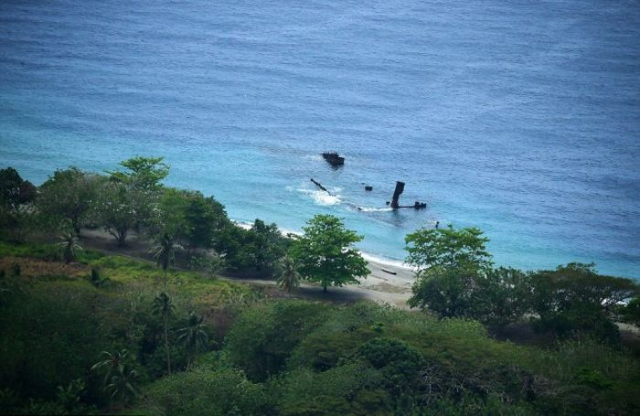 Traces of World War II Scattered Throughout The Pacific Islands (34 pics)