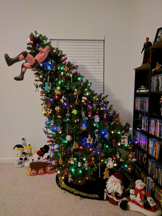 A Collection Of Amusing And Creative Christmas Tree Toppers (26 pics)