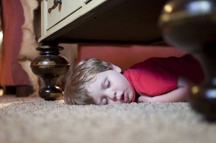 Kids Will Sleep Just About Anywhere When They're Ready To Nap (20 pics)