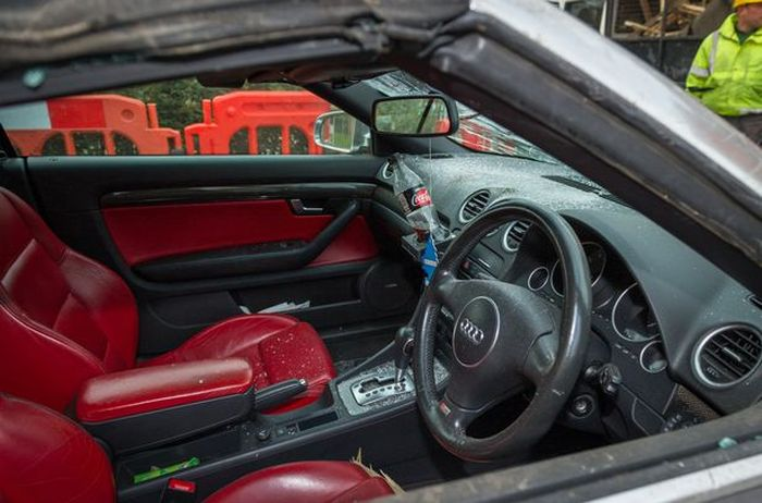 Binmen Destroy Man's Audi After Making A Careless Mistake (4 pics)