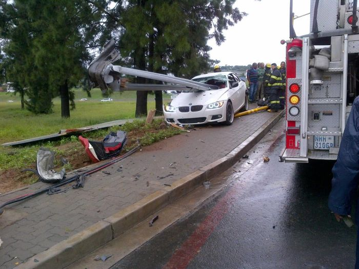Driver Survives Brutal BMW Crash (5 pics)