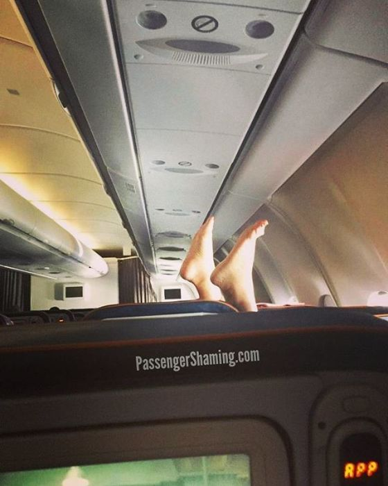 Shameless Passengers Who Made Flights Unbearable For Everyone Else (24 pics)