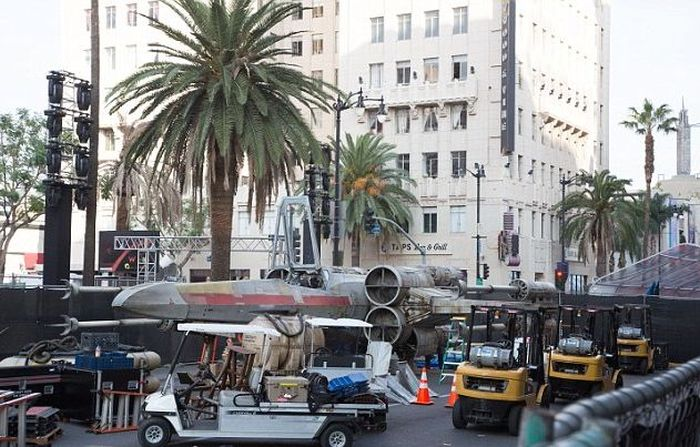 Full Sized Star Wars X-Wing Fighter Hits The Streets Of Los Angeles (8 pics)