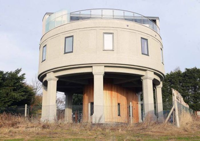 Water Tower Gets Turned Into A Luxurious Family Home (16 pics)