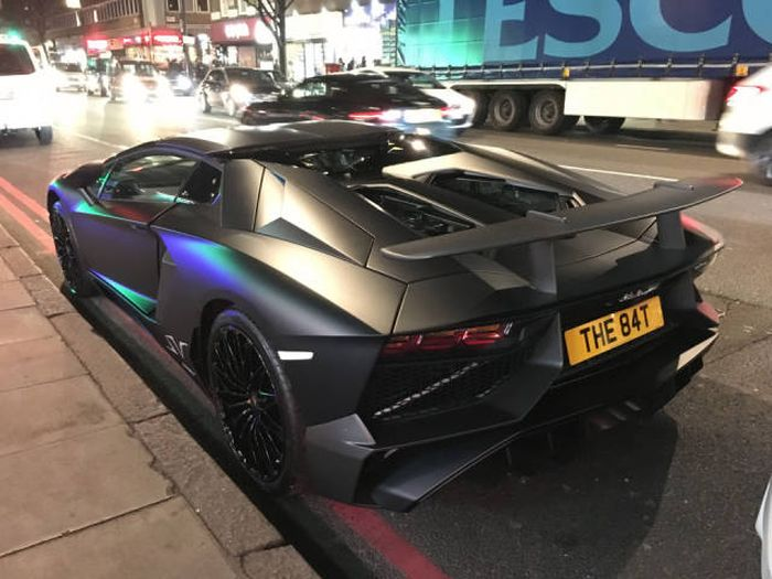 Lamborghini Gets Abandoned On The Streets Of London After An Accident (14 pics)