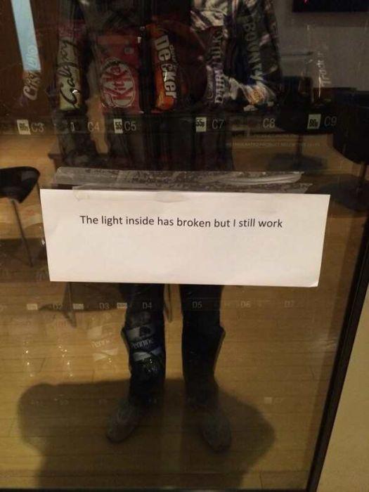 20 Vending Machine Malfunctions That Ruined Someone's Day (20 pics)