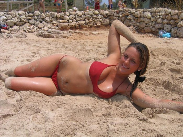 Photos Of Girls In Bikinis That Will Make You Happy (37 pics)