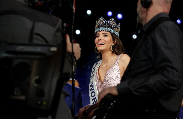 Miss World 2016 Stephanie Del Valle Can't Hold Back Her Excitement (15 pics)