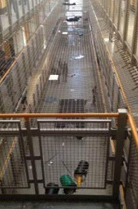 Prisoners Take Selfies After Overthrowing The Prison Guards (6 pics)