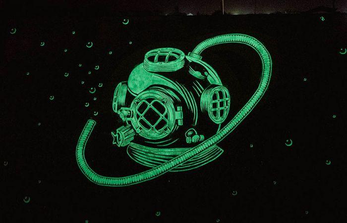Glow In The Dark Murals That Look Incredible At Night (9 pics)