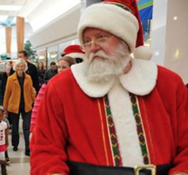 Santa And His Elves Beat A Man Down After Learning A Shocking Secret (3 pics)