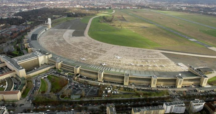 Tempelhof Airport Is Now Germany's Biggest Refugee Camp (12 pics)