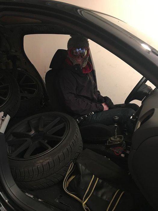 Car Owner Strips His Volkswagen Down To The Bones (6 pics)