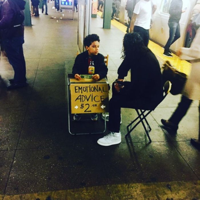Small Psychologist Offers Emotional Advice To People In New York City (15 pics)