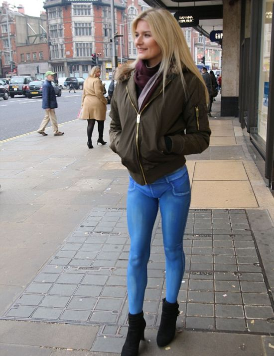 Gorgeous Model Goes For A Walk In Painted Jeans (4 pics)