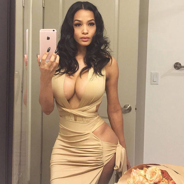 Here Come The Hot Babes In Tight Dresses (60 pics)