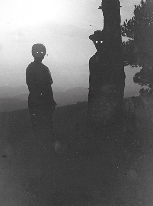 Creepy Photos That Will Make You Feel Uneasy (35 pics)