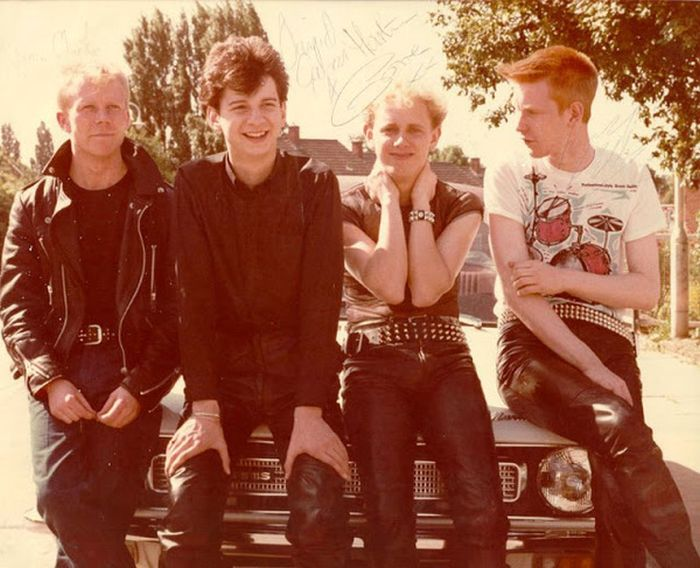 Rare Early Photos Of Some Of The Most Iconic Rock Bands Ever (21 pics)