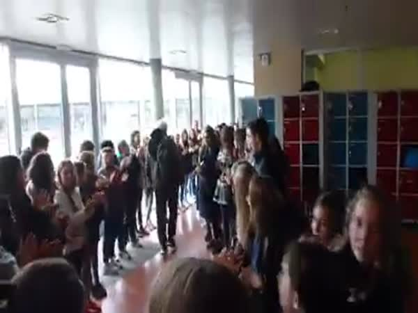 Every Student In This High School Lined Up To Say Goodbye To Their Retiring Teacher