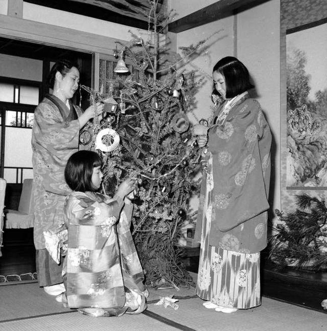 25 Interesting Photos Of Christmas Past (25 pics)