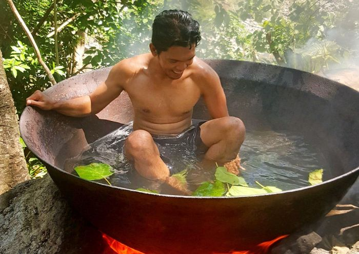 Guy Takes A Selfie In The World's Most Primitive Hot Tub (5 pics)