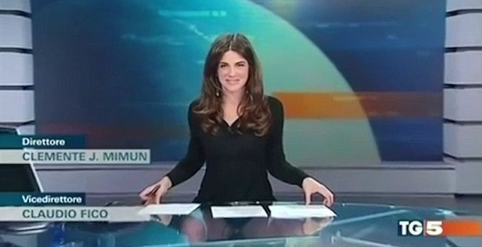 Broadcaster Accidentally Flashes Her Underwear On Italian TV (4 pics)