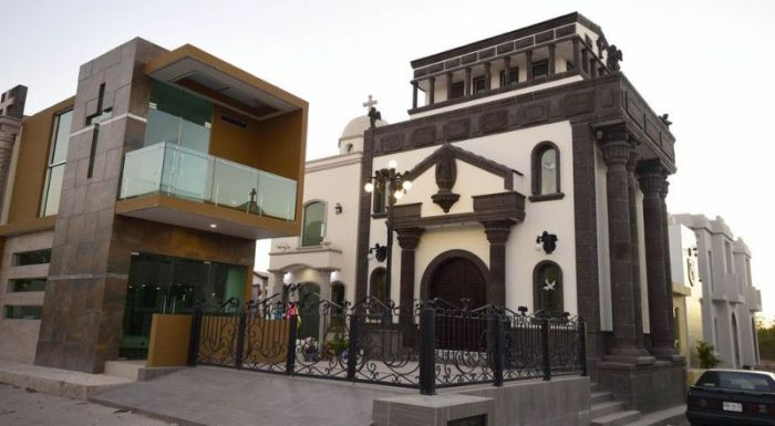 Luxury Mausoleums Built For Mexican Drug Lords (13 pics)