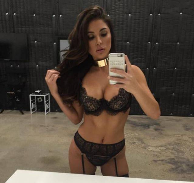 Ladies in Lingerie Make Everything Better (51 pics)