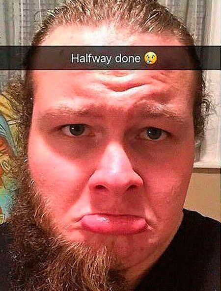 Man Looks Drastically Different After Shaving His Beard (2 pics)