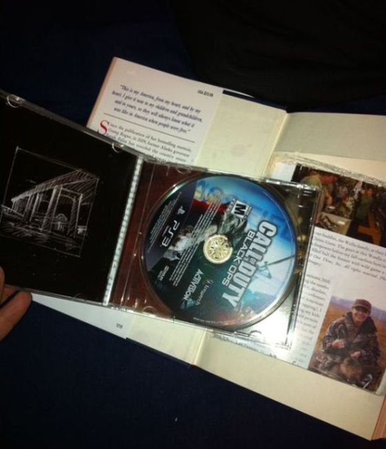Guy Gets Trolled Twice After Opening His Christmas Gift (3 pics)
