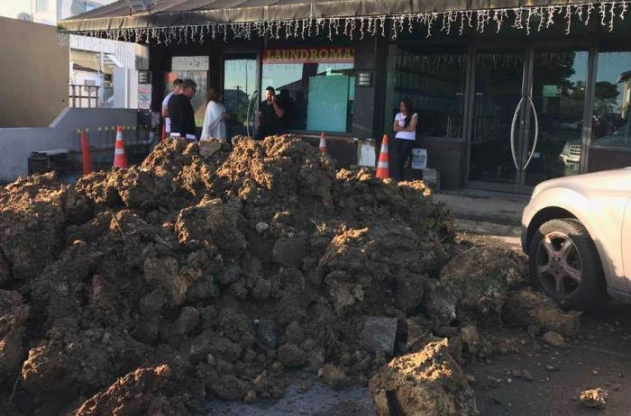 Excavation Company Gets Revenge On Cafe Owner (3 pics)