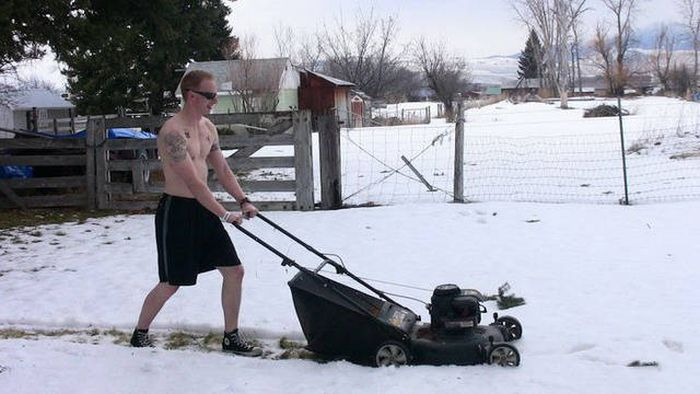 People Who Could Clearly Care Less About Cold Weather (67 pics)