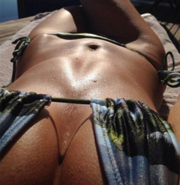 The Beach Is A Sexy Place To Take A Selfie (42 pics)