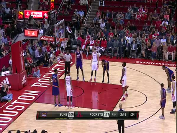 Chinanu Onuaku Drains Two Under Hand Free Throws