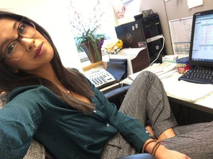 When Gorgeous Girls Take Selfies At Work (34 pics)