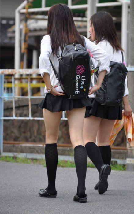 Japanese Schoolgirls Wearing The Shortest Of Short Skirts (14 pics)