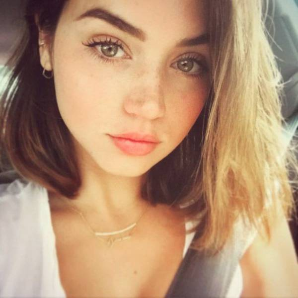 Beautiful Girls Are The Reason Why The World Keeps Spinning (51 pics)