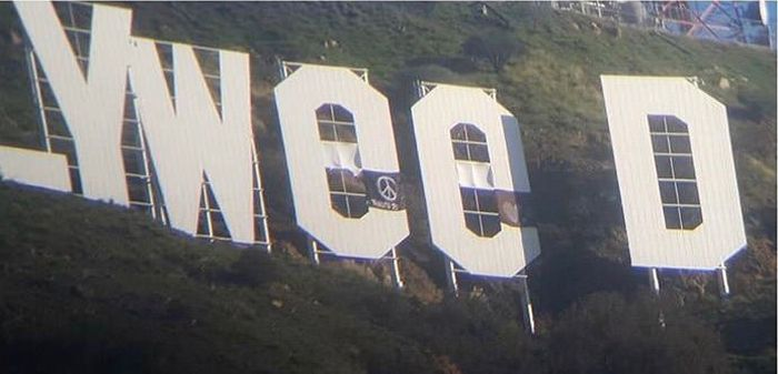 Someone Pulled The Ultimate Prank At The Hollywood Sign For New Year's (2 pics)