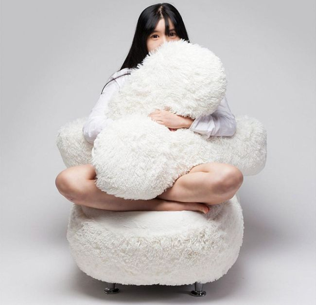 You'll Never Be Alone Again Thanks To This Hugging Sofa (7 pics)